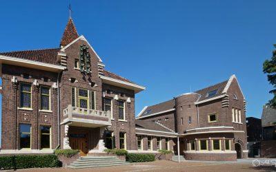 Raadhuisplein, voormalig gemeentehuis